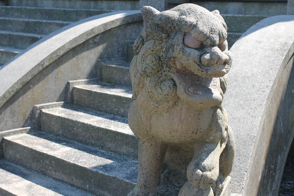 stone lion marble house