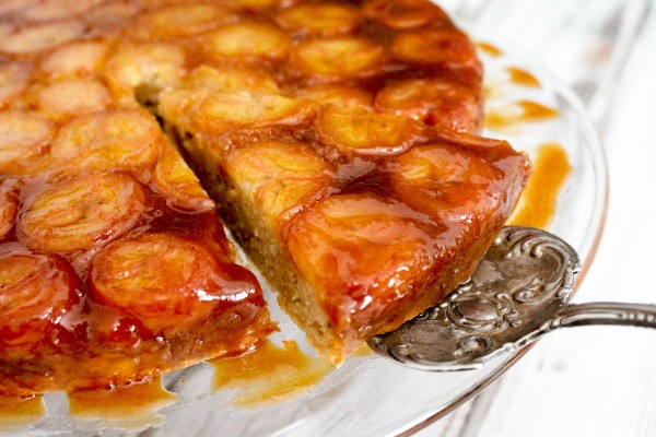 caramelized banana upside down cake slice