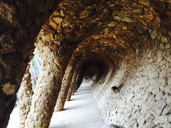 parc guell caves