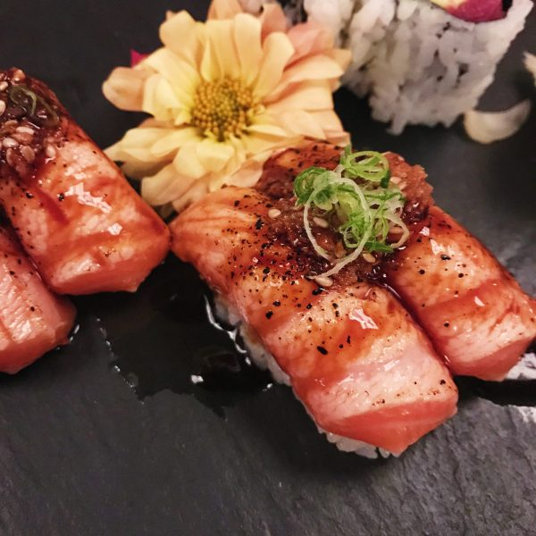seared salmon belly fuji
